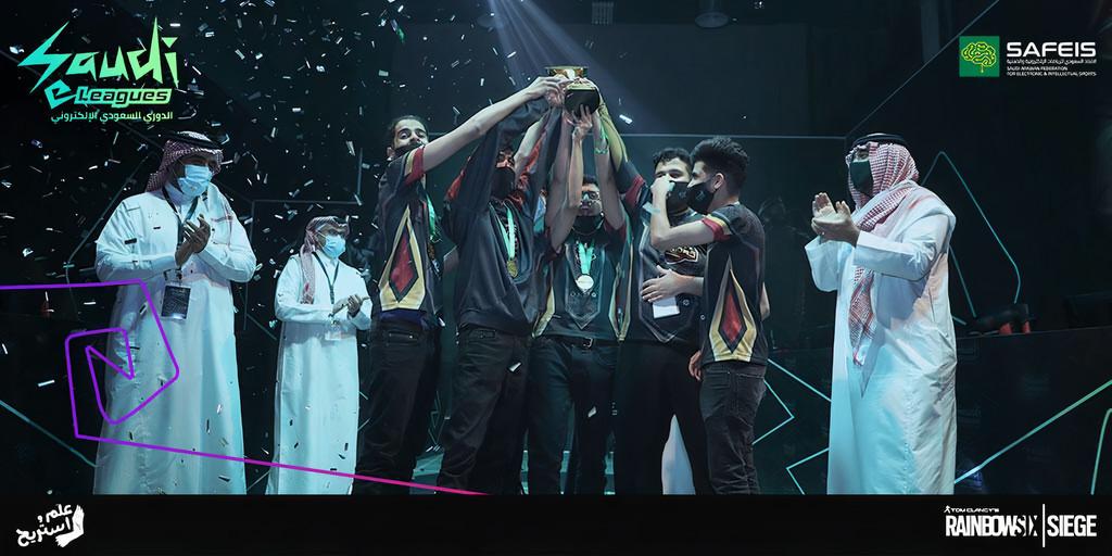 فريق Osh-Tekk Warriors بطل الدوري السعودي الإلكتروني للعبة رينبو6